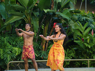 Hula performers at Royal Hawaiian Shopping Center & Waikiki Beach